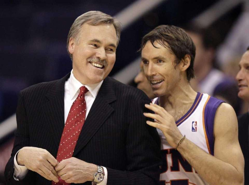 Knicks coach Mike D'Antoni, left, is greeted by