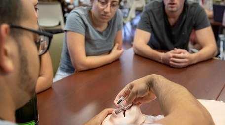 As the opioid epidemic grows, medical schools want