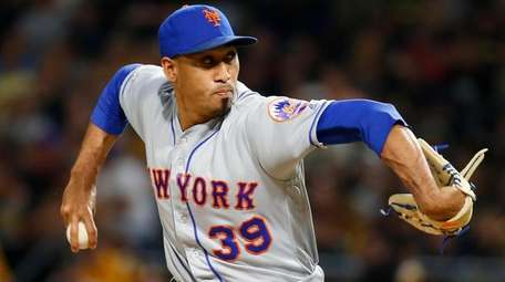 Mets reliever Edwin Diaz pitches in the ninth