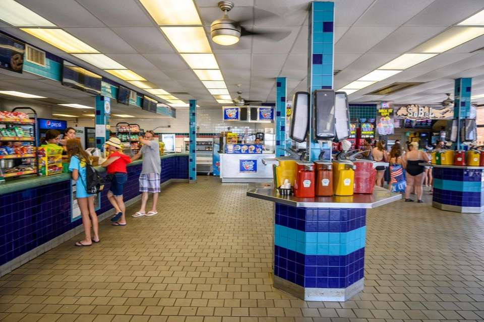 Jones Beach concession stands and restaurant at Jones