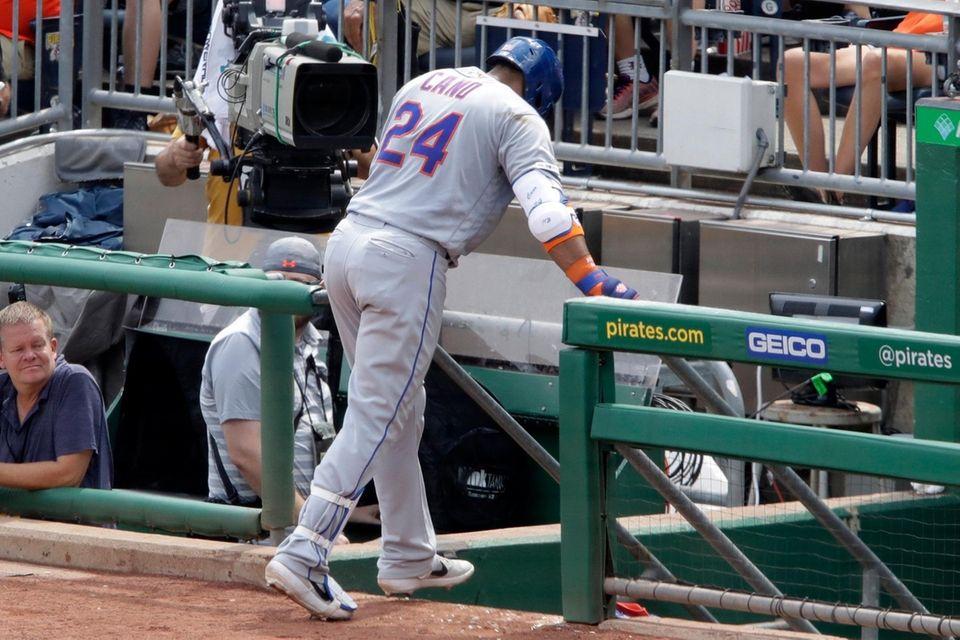 Mets second baseman Robinson Cano makes his way