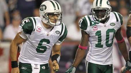 Mark Sanchez #6, left, and Santonio Holmes #10