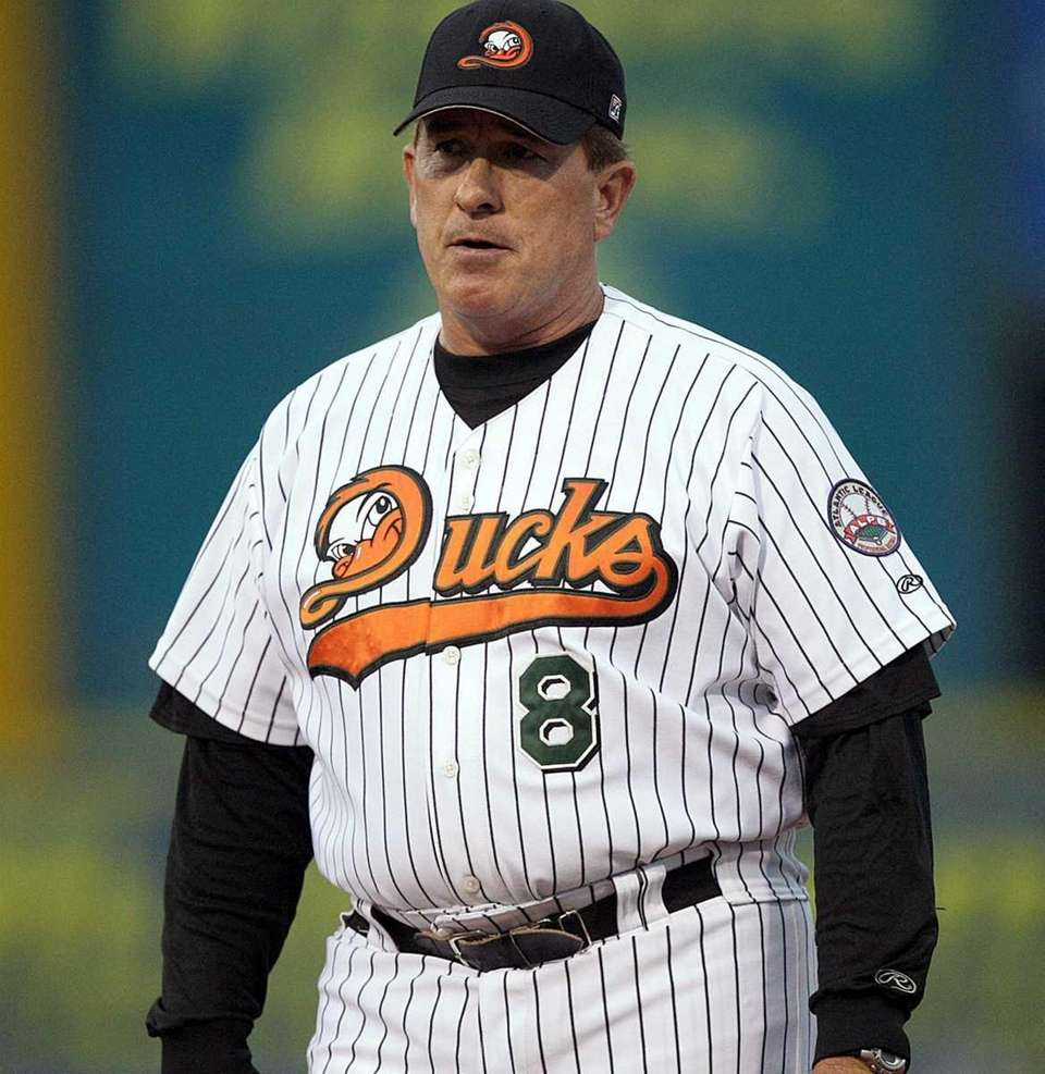 Ducks manager Gary Carter returns to the dugout