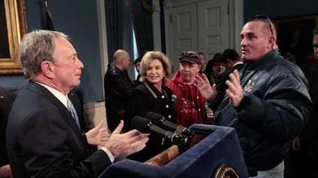 Mayor Michael Bloomberg (L) talks to Ground Zero