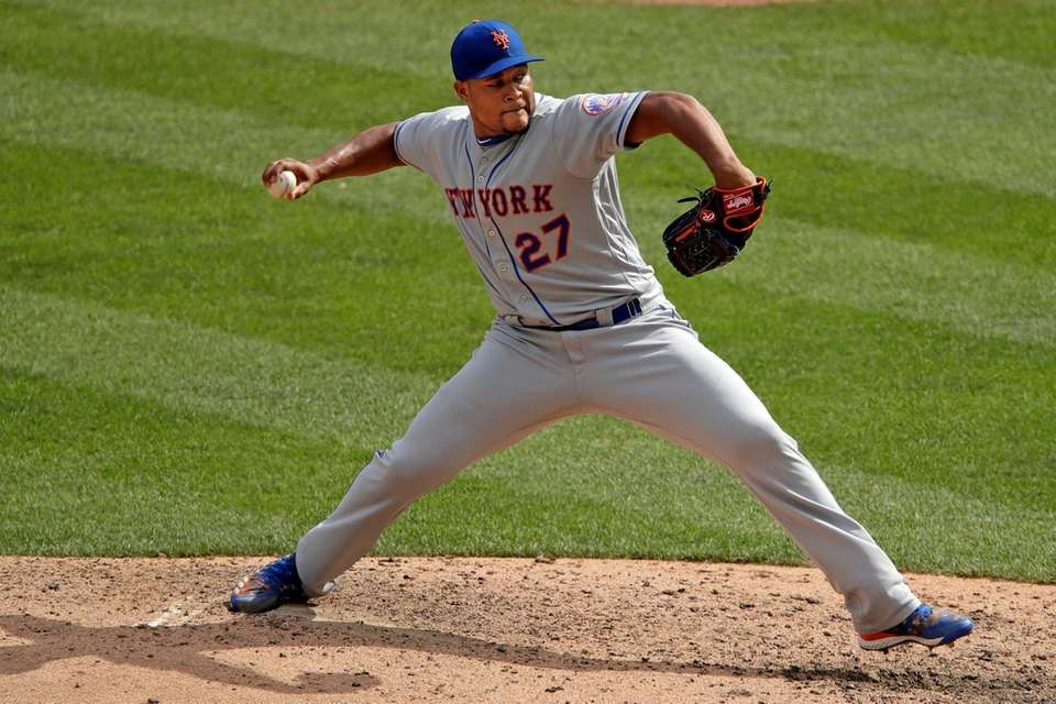 Mets relief pitcher Jeurys Familia delivers during the