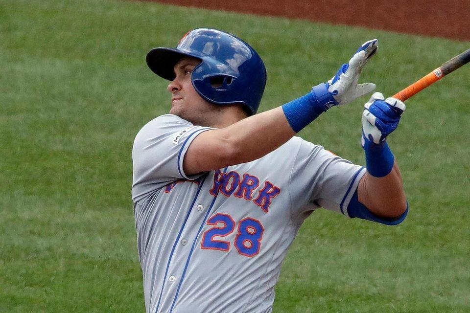The Mets' J.D. Davis drives hits an RBI-single