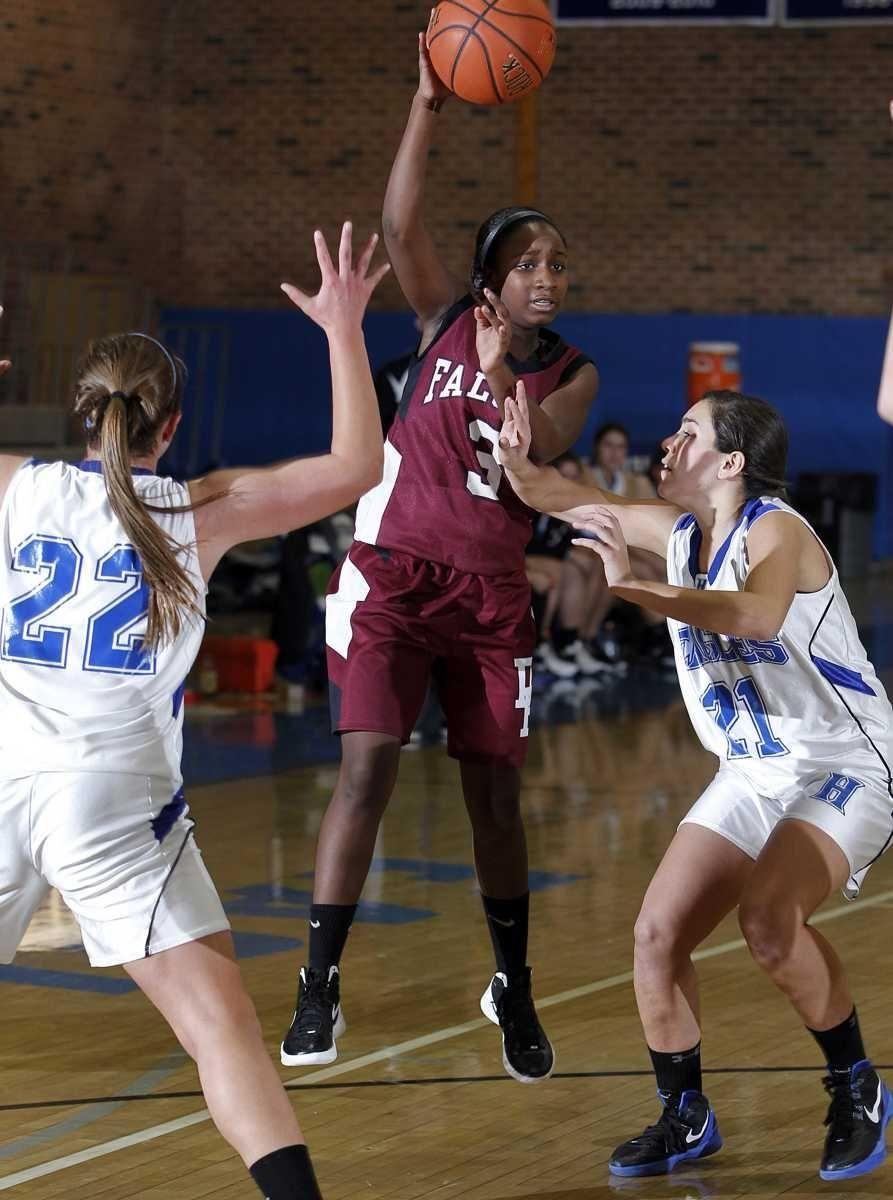 Deer Park's Gianna Locker (3) passes the ball
