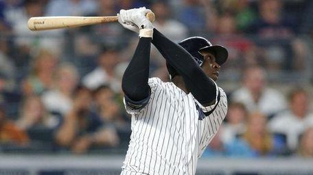 Yankees shortstop Didi Gregorius hits a single against