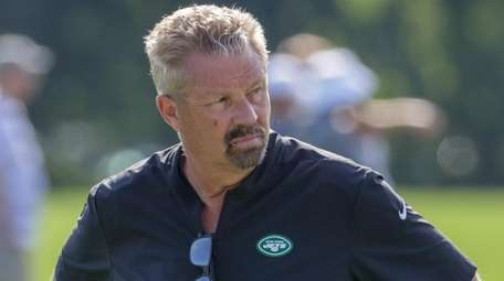 Jets defensive cooordinator Gregg Williams watches the team