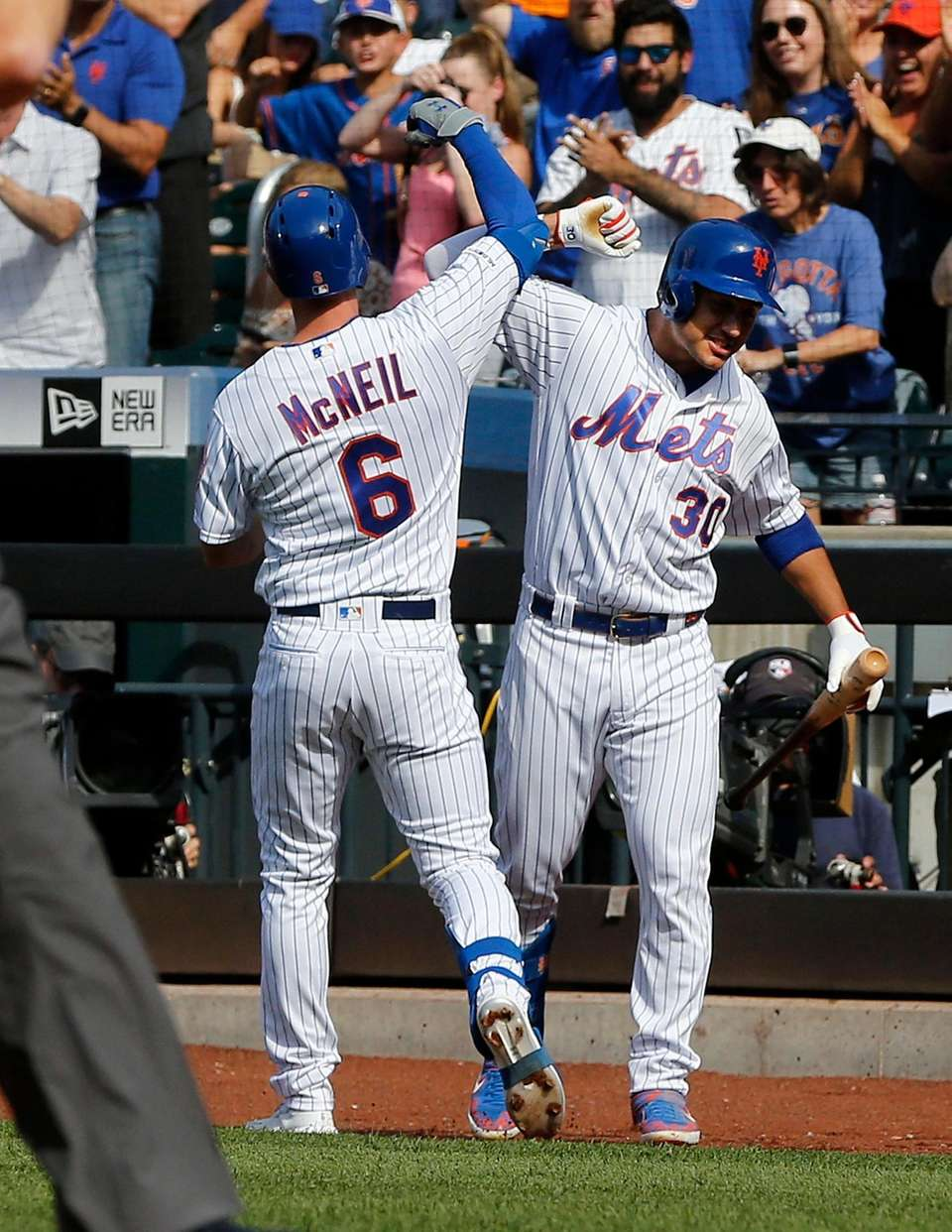 Mets second baseman Jeff McNeil celebrates his first-inning