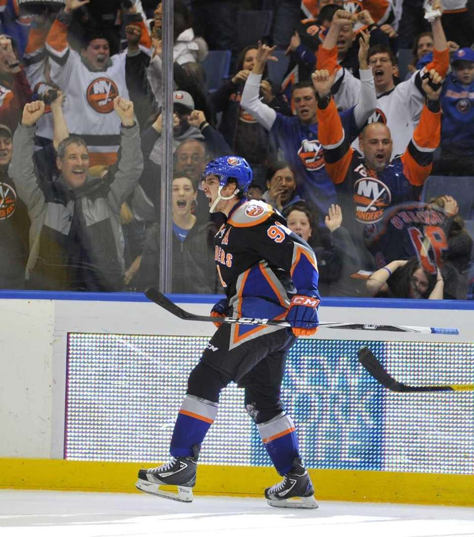 John Tavares and Islanders fans celebrate his game