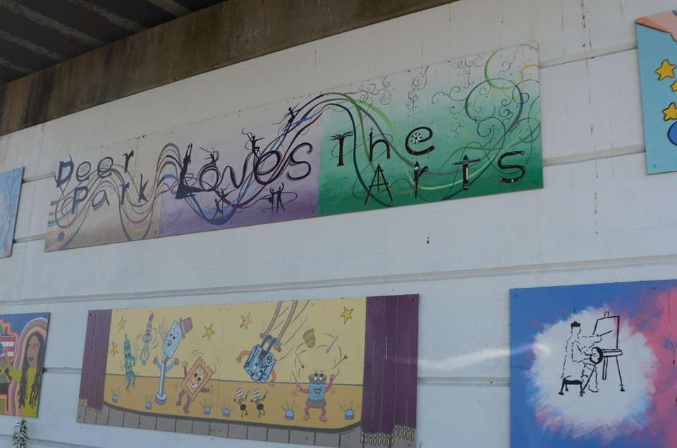Deer Park celebrates the arts with murals under