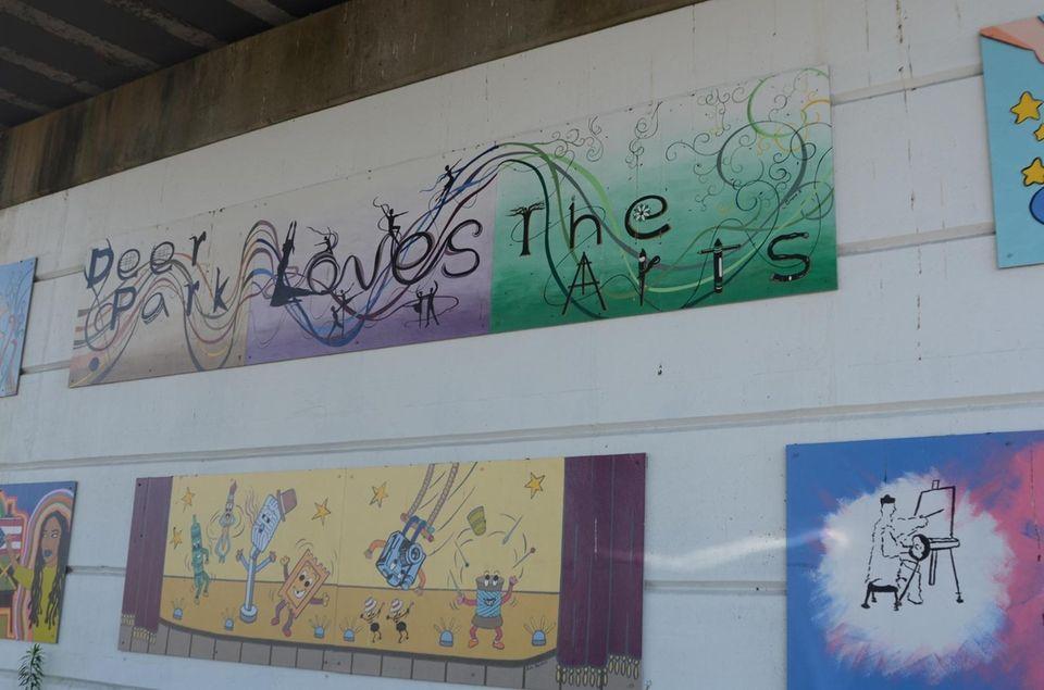 Deer Park celebrates the arts with murals under