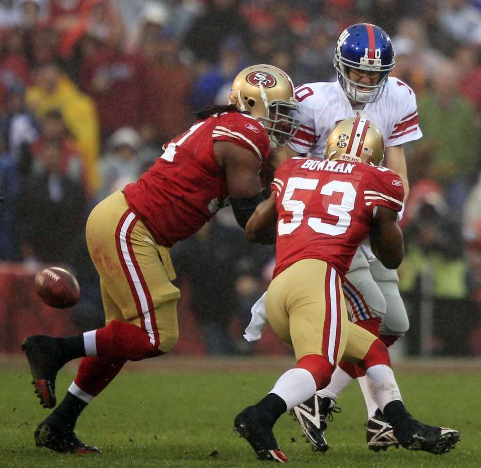 New York Giants quarterback Eli Manning fumbles as