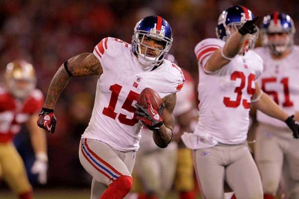 Devin Thomas of the New York Giants advances