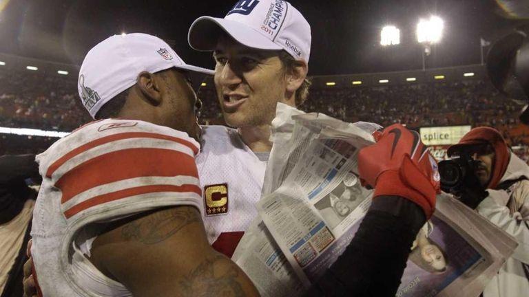 New York Giants' Eli Manning, right, celebrates with