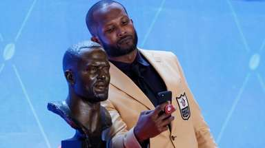 Former NFL player Champ Bailey takes a selfie