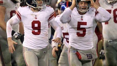 New York Giants kicker Lawrence Tynes and punter
