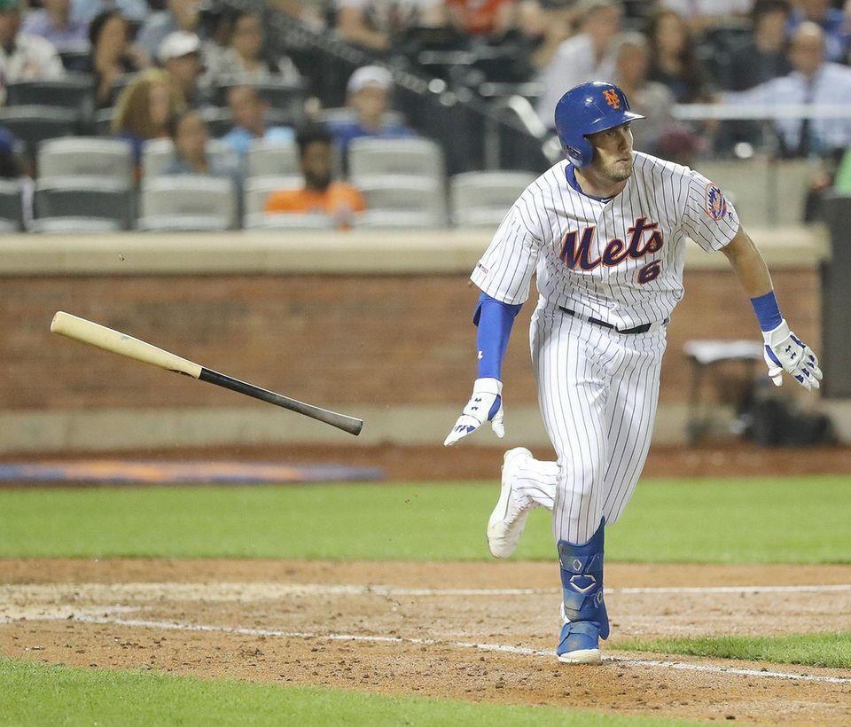 New York Mets left fielder Jeff McNeil (6)
