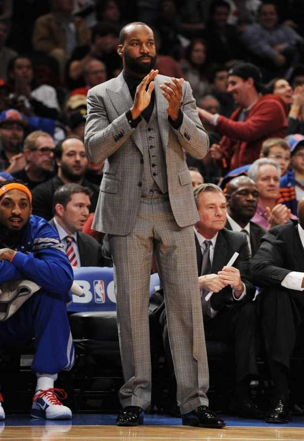 Baron Davis cheering the Knicks on during the
