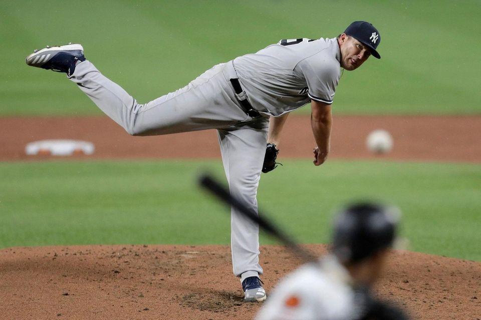 Yankees starting pitcher Jonathan Holder throws to Baltimore