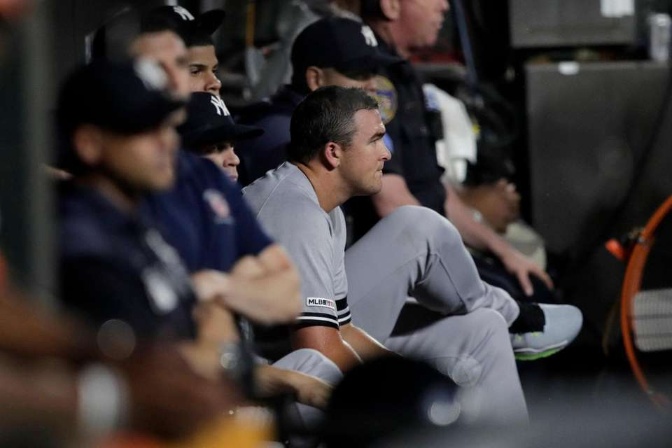 Yankees starting pitcher Jonathan Holder, center, sits in