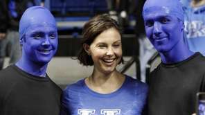 Actress Ashley Judd, center, poses with Kentucky students