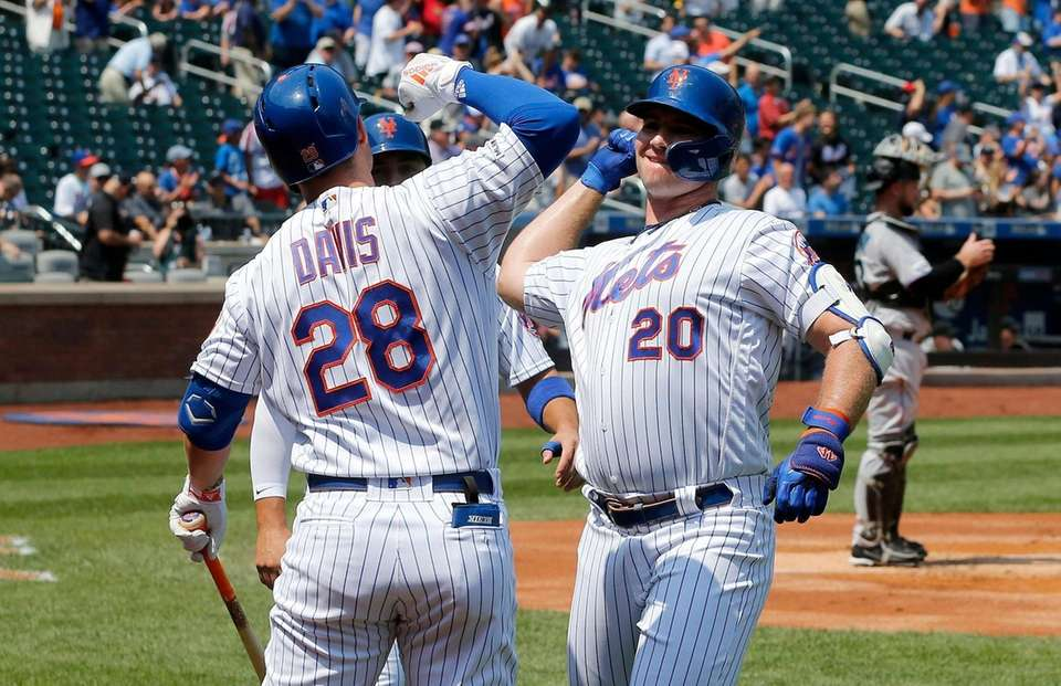 Pete Alonso celebrates his first-inning, two-run homer against