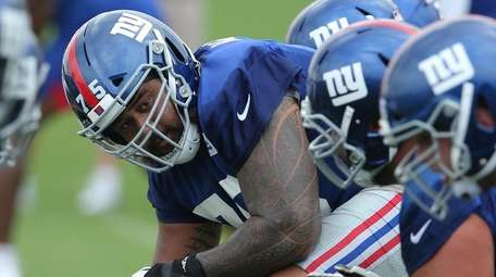 Giants center Jon Halapio prepares to snap the