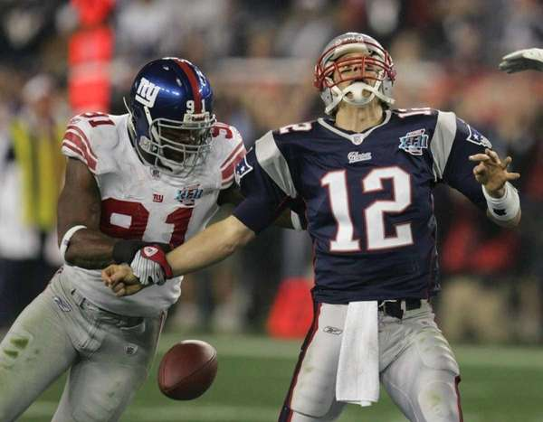 New York Giants defensive end Justin Tuck strips