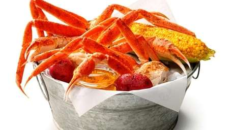 Bucket of snow crab, Joe's Crab Shack