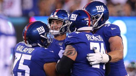Giants quarterback Daniel Jones (8) celebrates his touchdown