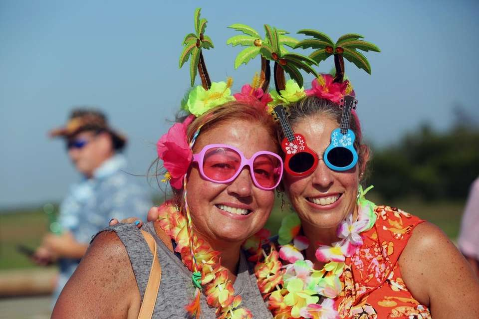 Jimmy Buffett fans Judy Manning, Glen Cove, and