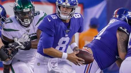 New York Giants quarterback Daniel Jones #8 looks
