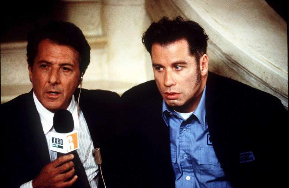 Dustin Hoffman (L) and John Travolta in