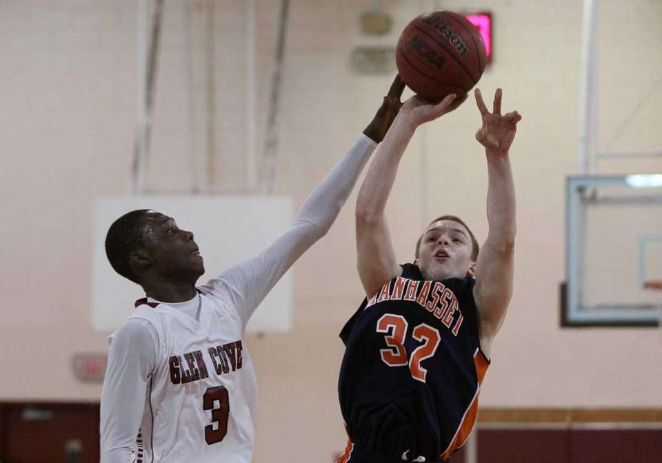 Frankie Mickens #3 of Glen Cove tries to