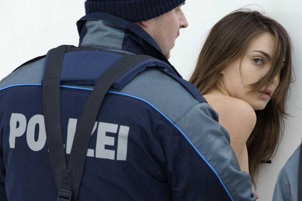 Un miembro de los derechos de la mujer ucraniana Femen