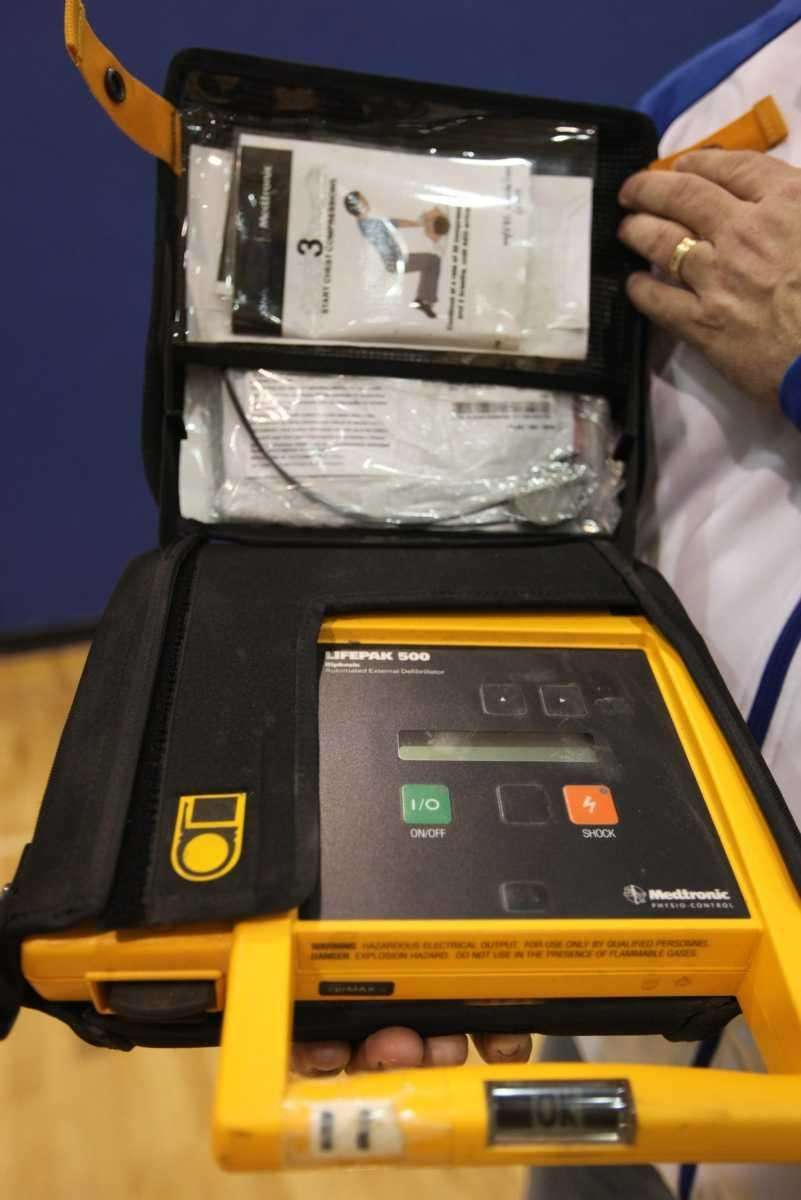 An AED similar to the one used to