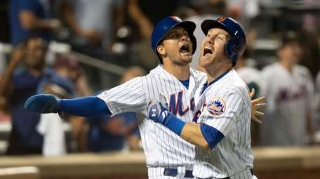 Mets' Todd Frazier, right, and J.D. Davis celebrate