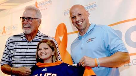 Former Islanders left wing Clark Gillies presents an