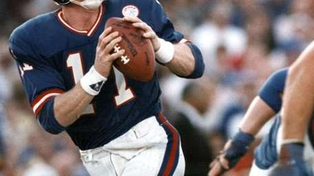 9. PHIL SIMMSQuarterback, 1979-93A controversial first-round pick out