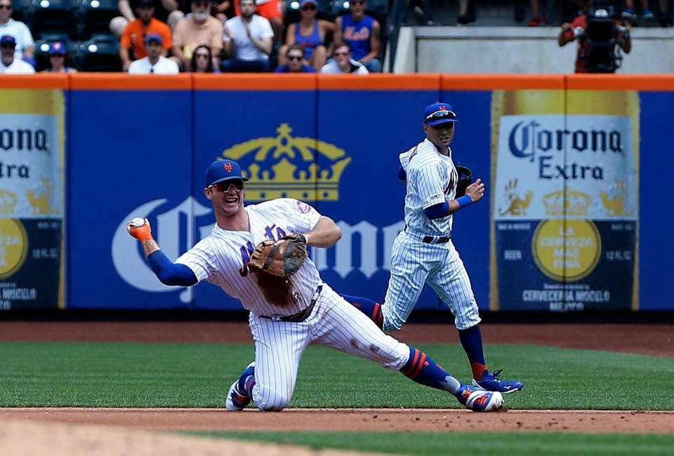 Pete Alonso #20 of the Mets commits a
