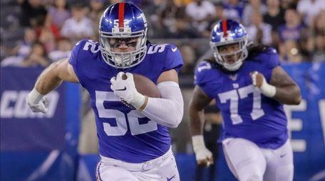 Giants linebacker Jake Carlock intercepts a pass and