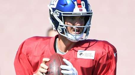 Giants quarterback Eli Manning looks to pass during