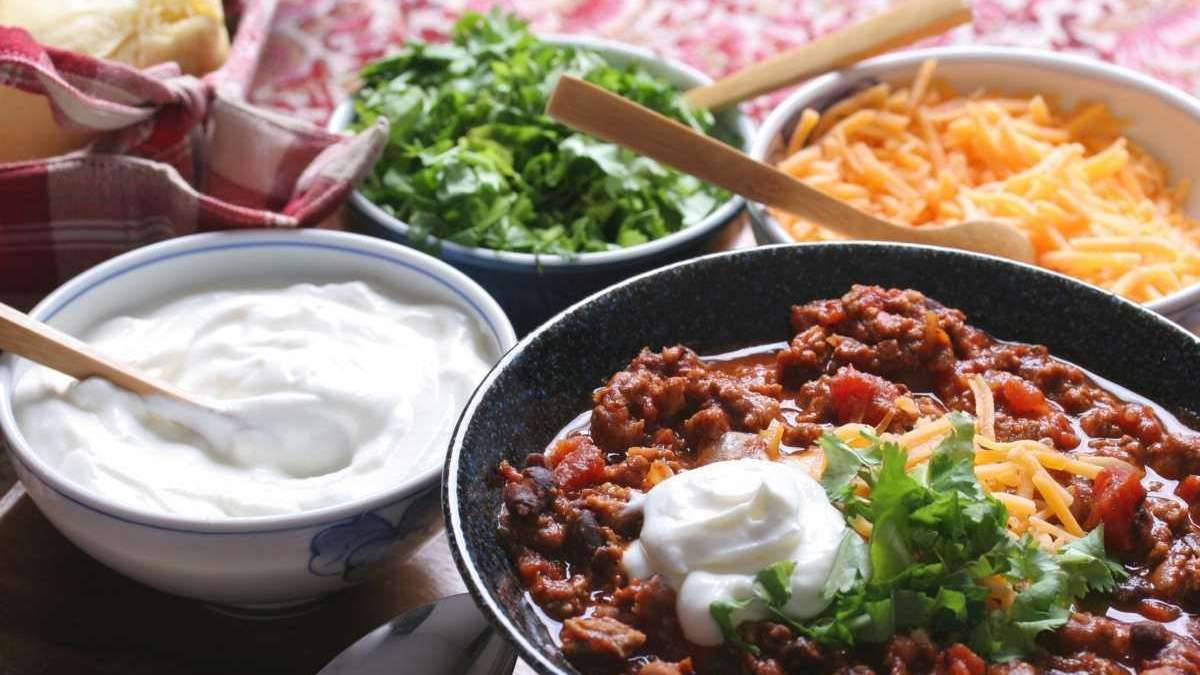 Super Bowl Recipes Crowd Pleasing Chili And Guacamole Newsday