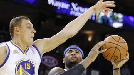 Sacramento Kings' DeMarcus Cousins (15) shoots against Golden