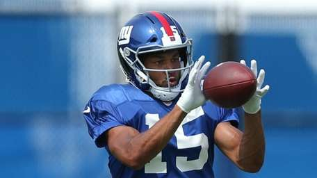 Giants wide receiver Golden Tate catches a pass