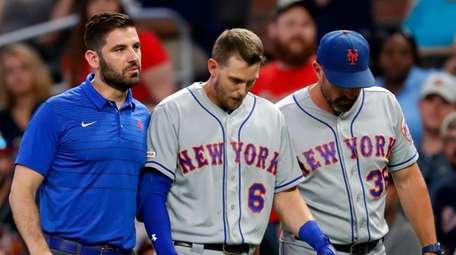 Mets' Jeff McNeil (6) is helped off the
