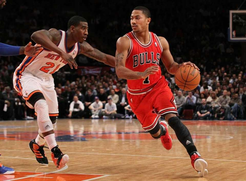 Derrick Rose of the Chicago Bulls drives against