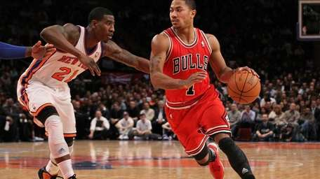 Derrick Rose of the Chicago Bulls drives against
